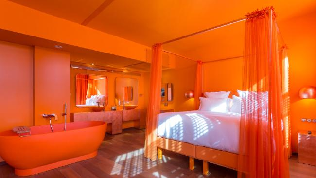 all new floating hotel opens on the seine river in paris super fun trips. Black Bedroom Furniture Sets. Home Design Ideas